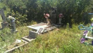 На кладбище в Одесской области вандалы повредили 152 памятника