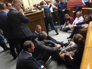 Радикальная партия и «Батькивщина» объявили сидячую забастовку. Как будто до этого они стояли