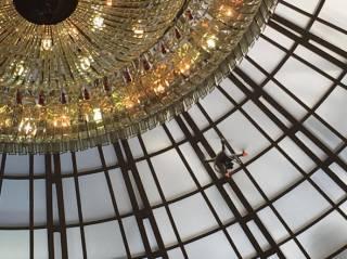 Луценко запустил дрон под купол Верховной Рады. Раздосадованный Парубий назвал его «папуасом» и закрыл заседание