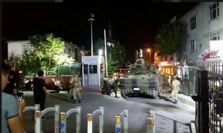 Турецкие военные заявили о захвате власти в стране. Эрдоган обещает всех наказать
