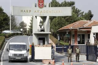 Турецкий спецназ начал зачистку в академии ВВС