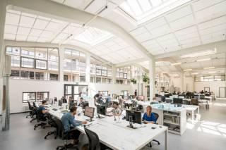 Перековали мечи на орала: в Нидерландах бывшую военную часть превратили в центральный офис архитектурной студии