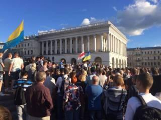 Люди вышли на Майдан, чтобы почтить память Павла Шеремета