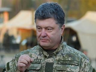 Порошенко наградил орденами и медалями более 200 участников АТО. 9 – посмертно