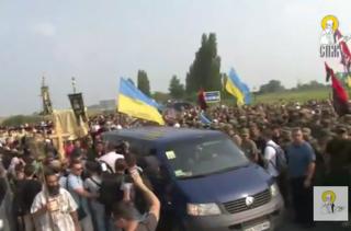 Возле Борисполя провокаторы атаковали мирный Кресный ход. Благодаря Нацгвардии удалось избежать прямого столкновения