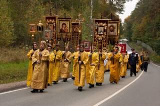Неизвестные «заминировали» маршрут «крестного хода» в Киеве. Полиция – на ушах
