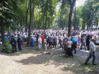Верующие УПЦ уже на Владимирской горке