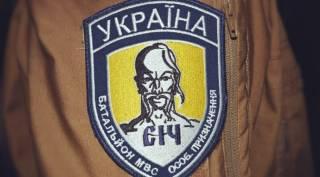 Во время крестного хода, кроме кучки оуновцев, полиция нейтрализовала группку провокаторов из батальона «Січ» и девицу с портретом