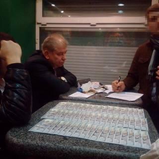 Луценко показал, что нашли у «честного» судьи Швеца