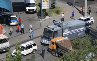 В Ереване задержаны все члены вооруженной группы. Участок освобожден
