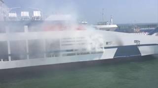 В Керченском проливе загорелся паром с пассажирами на борту