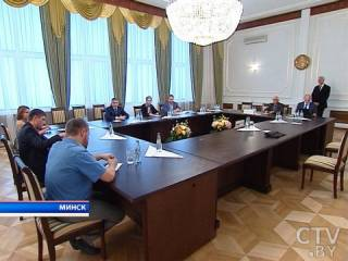 В Минске стартовали очередные переговоры по Донбассу. Кучма «работает» по скайпу