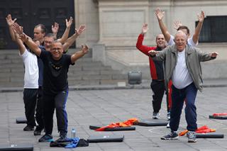 Президент Перу выгнал министров на зарядку. И будет так делать постоянно
