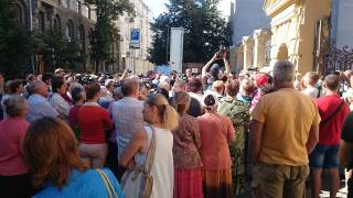 Сестры Савченко устроили митинг под стенами Администрации Президента