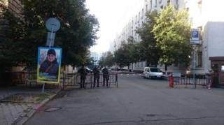 Голодающие мамы под предводительством Савченко провели ночь у Администрации Президента