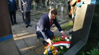 Представитель министерства обороны Польши возложил цветы к памятнику воинам УНР