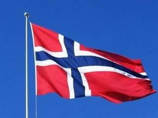 Четверо норвежцев забросали камнями... Россию