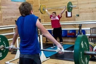 Международная федерация тяжелой атлетики приняла решение о дисквалификации России на год