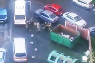 В Санкт-Петербурге посреди бела дня правоохранители пытаются выкурить из жилого дома каких-то боевиков