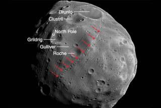 Геофизики наконец-то раскрыли секрет происхождения загадочных канав на одном из спутников Марса