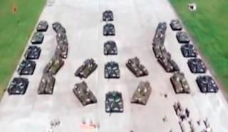 Порошенко с пафосом передал военным полторы сотни единиц боевой техники и вооружения