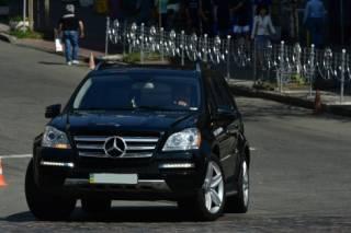 Ющенко уличили в грубом нарушении правил дорожного движения в центре Киева