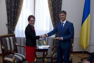 Новый посол США прибыла в Украину и приступила к работе