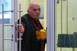 В центре Москвы неизвестный захватил в банке заложников. И грозится всех взорвать