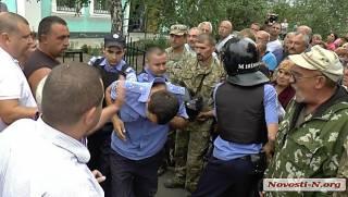 На суровой Николаевщине полицаи до смерти избили мужчину. Люди хотели устроить над ними  самосуд