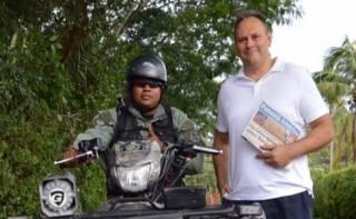 Каськив утверждает, что его никто не задерживал, он просто собирался поехать с друзьями в Коста-Рику. Видимо, на честно заработанные