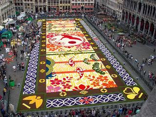 В Бельгии посреди площади «раскатали» гобелен из 600 тысяч цветов