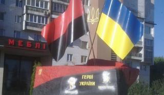 В Черкассах осквернили памятник Шухевичу и Бандере