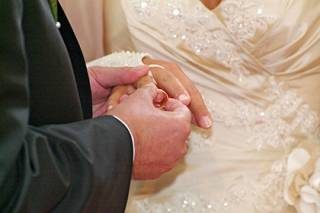 Ученые выявили удивительную закономерность между количеством мужчин и женщин в обществе и крепостью их браков