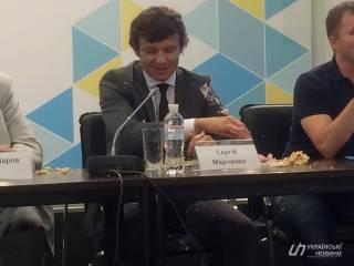 Замминистра финансов забросали тортом прямо посреди пресс-конференции