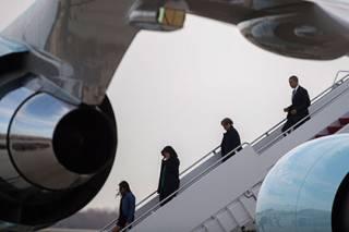 На Кубе сел первый за последние полвека пассажирский самолет из США