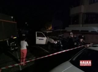 На Прикарпатье неизвестный в капюшоне зачем-то поджог автомобиль ОБСЕ