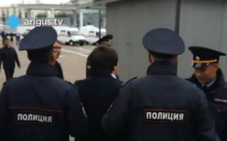 Боевые буряты встретили Медведева нелицеприятными плакатами по мотивам визита в Крым