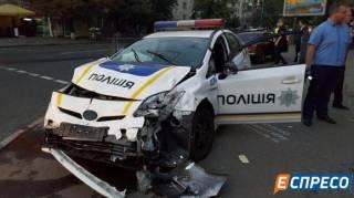 В Киеве патрульный автомобиль протаранил такси. Госпитализированы четыре человека