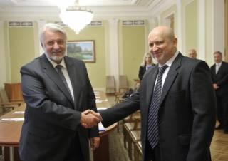 Турчинов пожаловался польскому министру на то, что Россия увеличивает количество авиации на границе с Украиной