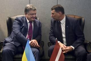 Порошенко попросил своего латвийского коллегу отдать 50 млн долларов