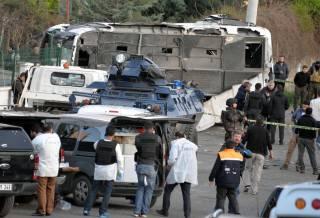 В Турции взорвали автобус с военными