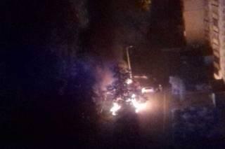 В Харькове в одном дворе сгорели сразу пять автомобилей