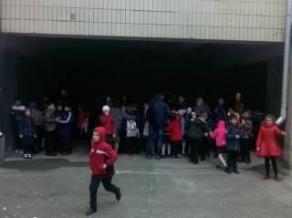 Из-за пожара в киевской школе эвакуированы 600 детей