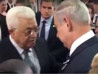 Лидеры Израиля и Палестины пожали руки на похоронах Шимона Переса