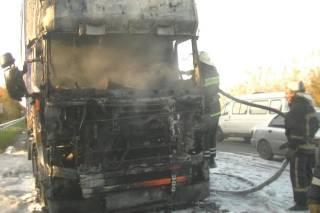 В Харькове на кольцевой загорелась фура