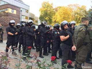 В Киеве суд над убийцами милиционеров закончился потасовкой