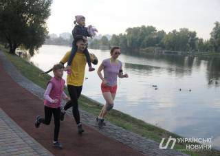 Самая большая беговая дорожка в Украине появилась в киевском спальнике. Со специальным покрытием