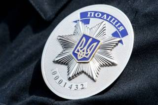 В Киеве совершено нападение на полицейского. Преступники забрали оружие