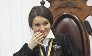 Скандально известная судья Печерского суда решила оспорить свое увольнение и подать иск к президенту