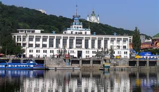 Кабмин открыл в Киевском речпорту международный пункт пропуска